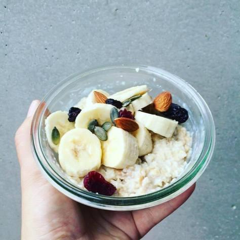 porridge banane beurre de cacahuete fruits secs